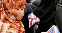 一英國小男孩因為英文拼錯而遭警察搜索全家